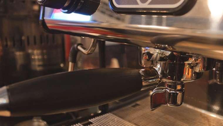 Maquinaria y equipo para una cafetería tipo kiosko