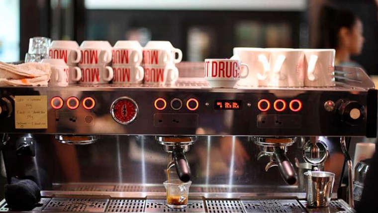 Preparar un buen café con una máquina de espresso italiana
